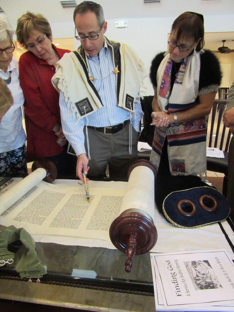 Rabbi Dan Levin reads from the Torah